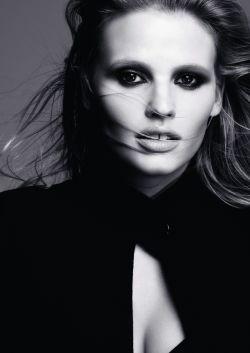 Lara Stone : le nouveau visage de L'Oréal Paris