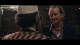 Rock the Kasbah - le film se montre dans un trailer