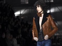 Fashion Week de Paris, une création de la maison Yves Saint Laurent © ALAIN JOCARD / AFP