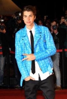 Justin Bieber dévoile le clip « As Long As You Love Me »