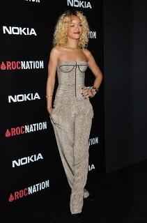 Rihanna : la chanteuse devient numéro un des réseaux sociaux