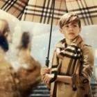 Romeo Beckham en cupidon dans une nouvelle publicité de Burberry