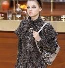 La collection Chanel au bistrot à la Paris Fashion Week