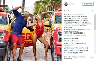 film-alerte-a-malibu-dwayne-johnson-devoile-les-photos-en-ligne