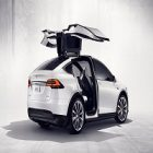 Tesla : son Model X est désormais moins cher