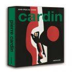 Un livre dédié au couturier français Pierre Cardin