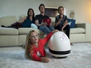Keecker, robot multimedia connecte a commandes vocales d une start up francaise