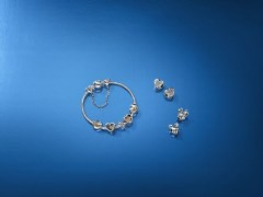 Pandora et Disney proposent une collection de bijoux et d accessoires