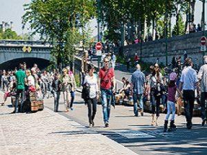 Voitures a Paris, la capitale francaise lutte contre le trafic routier