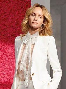 Amber Valletta s associe a Escada, la marque de pret a porter a choisi l actrice