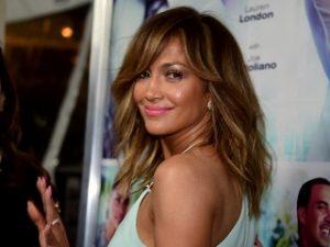 Guess sollicite Jennifer Lopez, la chanteuse promeut la campagne printemps 2018