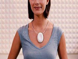 OnTune, un bijou connecte en forme de medaillon pour chanter juste