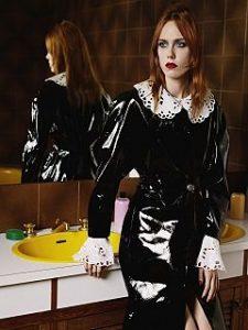 Christopher Kane sollicite Kiki Willems, la mannequin incarne la campagne 2018