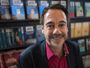 Michel Bussi, l auteur a ecrit un livre pour enfants, Les contes du reveil matin