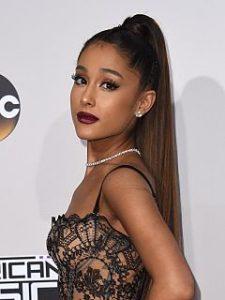 Ariana Grande et la parfumerie, la chanteuse commercialise des fragrances