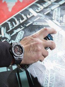 Hublot lance Big Bang Meca 10 Shepard Fairey, une montre pour homme