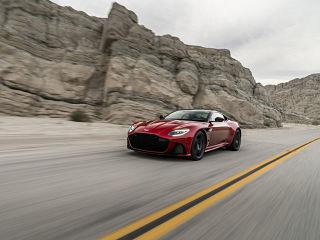 Aston Martin DBS Superleggera, voiture avec moteur V12 et 3 modes de conduite