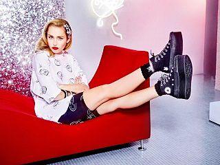 Converse en partenariat avec Miley Cyrus, la popstar represente une collection