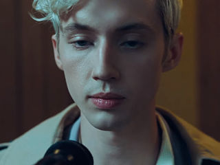 Troye Sivan sortira l album Bloom et lance Dance to This avec Ariana Grande