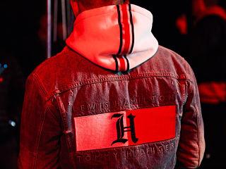 Tommy Hilfiger x Lewis Hamilton, une ligne de vetements du styliste americain