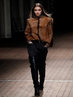 Le look cowgirl, un style pour la rentree 2018 adoptée par les marques
