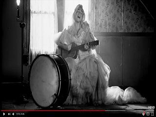 Here Comes The Changes Kesha, la chanteuse americaine devoile le clip du morceau