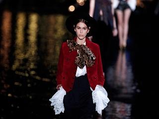 Yves Saint Laurent: Kaia Gerber est l egerie maquillages de la marque