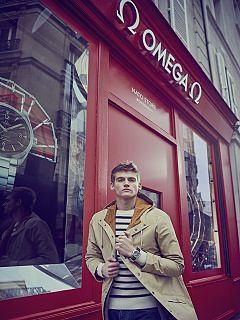 Omega, une boutique ephemere dediee a ses bracelets Nato a Paris