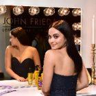 Camila Mendes a pris la pose pour John Frieda