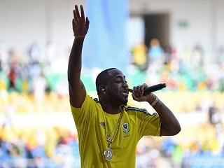 AFRIMA : Davido, le chanteur nigerien a remporte le trophee de l artiste de l annee