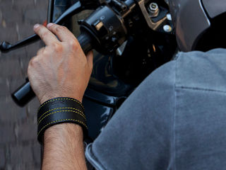 Woolf, bracelet connecte Bluetooth avec application dediee pour motards