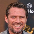 Alexis Denisof rejoint Ross Lynch au casting de « Les Nouvelles Aventures de Sabrina »