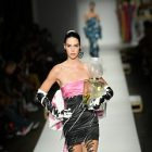 Moschino collabore avec Kendall Jenner pour son parfum