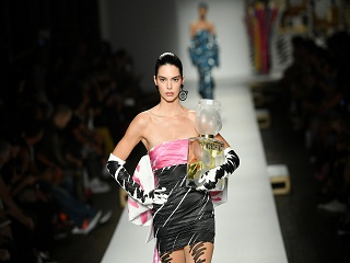 Moschino : Kendall Jenner est ambassadrice de son parfum Toy 2