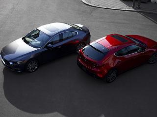 Mazda 3, voiture de Mazda avec 4 roues motrices et moteur Skyactiv X