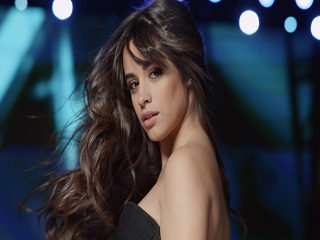 L Oreal : Camila Cabello, la chanteuse lance une gamme capillaire de la marque