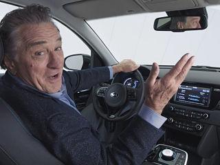 Kia e Niro, crossover avec moteur electrique represente par Robert De Niro