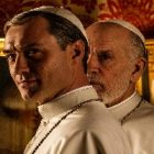 Jude Law apparait dans la photo officielle de « The New Pope »