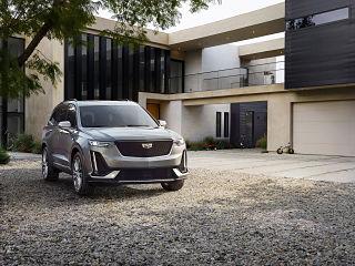 SUV electrique XT6 de Cadillac, vehicule tout terrain avec moteur V6