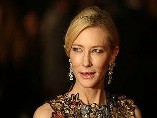 Giorgio Armani : Cate Blanchett incarne le parfum Si Fiori de la marque