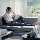 Roger Federer représente la collection de jeans d'Uniqlo