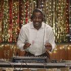 « Charlie, monte le son » : la série avec Idris Elba a une bande-annonce