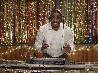 Serie Charlie, monte le son avec Idris Elba, bande annonce pour la comedie