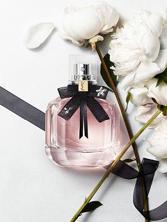 Fragrance Mon Paris parfum floral d YSL par Dora Baghriche et Olivier Cresp