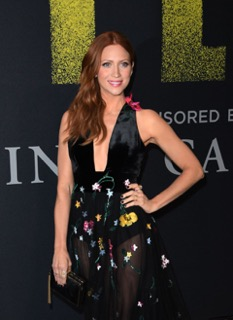 Serie avec Brittany Snow, l actrice americaine de Pitch perfect a la tele
