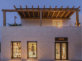 Boutique ephemere Dior a Mykonos en Grece, la marque de luxe ouvre un pop up store