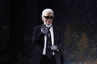 Le grand couturier Karl Lagerfeld honore par ses trois griffes, Chanel, Fendi et sa marque patronyme, lors d une soiree a Paris