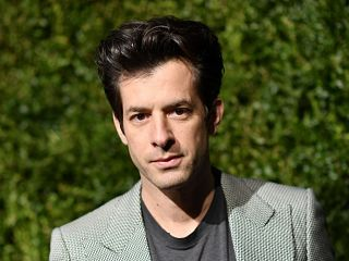 Pieces of Us de Mark Ronson, single issu de l album Late Night Feelings