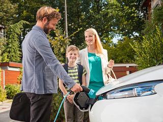 Service d autopartage a Paris, des vehicules electriques et thermiques proposes par Mobilib