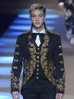 Mode, le mannequin masculin Cameron Dallas et son homologue Jay Alvarrez sont tres suivis sur les reseaux sociaux